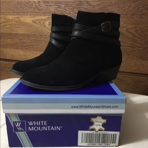 White Mountain Black ankle boots